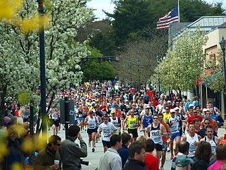 Boston Marathon - Participants in the 2010 Boston Marathon in Wellesley, just after the halfway mark