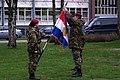 Brigadegeneraal-otto-van-wiggen-bevestigt-de-uitzendlinten-aan-de-uitzendvlag-van-11-bevoorradingscompagnie-air-assault-0.jpg