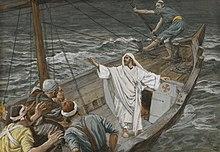 Barque sur mer déchaînée: les hommes entassés au pied du mas, le Christ en blanc, bras levé