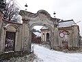 Brzesko, ul. Götza-Okocimskiego 6 brama wjazdowa nr 615227 (2).JPG