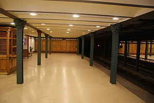 Hősök tere (Budapest Metro) - Image: Budapest Metro inside 01