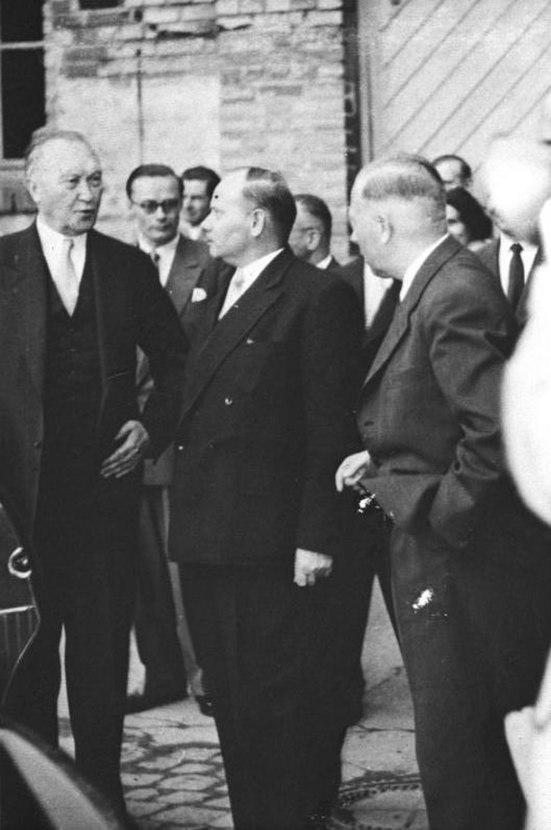 Bundesarchiv Bild 146-2005-0062, Bonn, Ermekeilkaserne, Adenauer, Blank, Heusinger