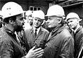 Bundesarchiv Bild 183-1990-0919-018, Brandenburg, Oskar Lafontaine (vorn r.) und Manfred Stolpe (M) Besuch im Stahl-und Walzwerk.jpg