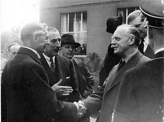 Nevile Henderson - Ambassador Henderson (centre) with Neville Chamberlain and Joachim von Ribbentrop at Bad Godesberg, September 1938