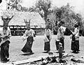 COLLECTIE TROPENMUSEUM Priesters voeren een dans op in kampong Bora te Biromaru Donggala Celebes TMnr 10003456.jpg