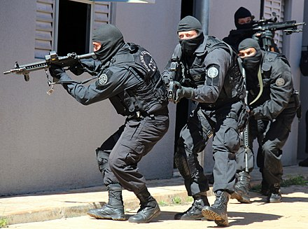 Field agents of the Federal Police's Tactical Operations Command. COT (6883689782).jpg