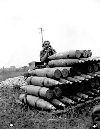 BL 5.5-inch Medium Gun - Canadian signaller with shells during a shoot, France July 1944