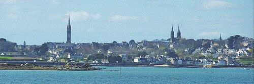 Carantec 09 Saint-Pol-de-léon vu de l'île Callot.JPG