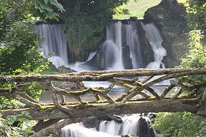 Vue de la cascade sur la Saire.