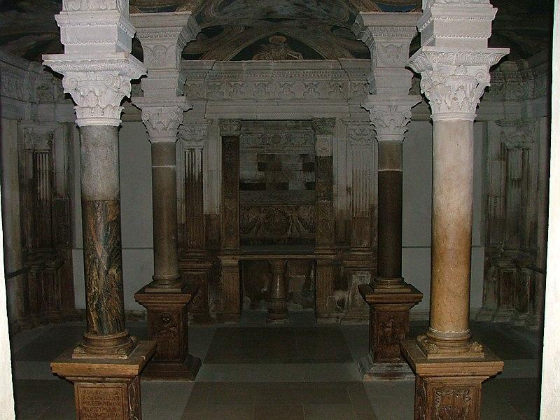 File:Cattedrale di Acerenza Cripta.JPG