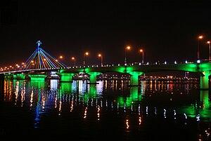 Hàn River Bridge - Image: Cau Song Han lit up