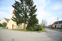 Center of Komárovice with chapel of Saint Joseph in Komárovice, Třebíč District.JPG