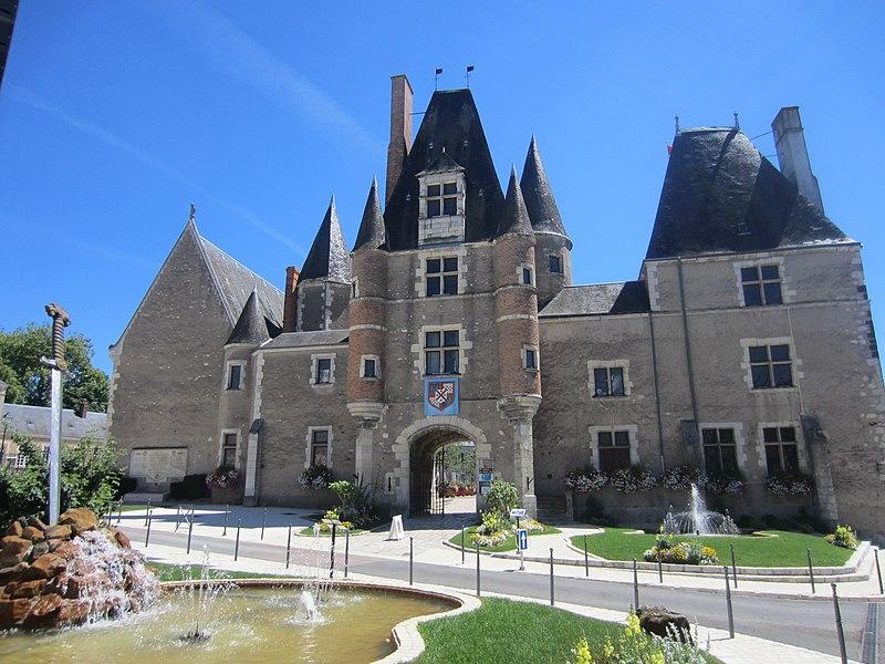 Château des Stuarts (enceinte de l'Hôtel de Ville)