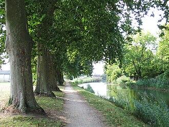 Canal d'Orléans - Image: Chécy canal d'Orléans 11