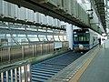 Chiba-monorail-1-Kencho-mae-station-platform.jpg