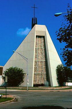 Chicago vicinity, Elmwood Park, Saint Celestine Catholic Parish - summer 1981 (kościół parafialny p.w. św. Celestyna).jpg