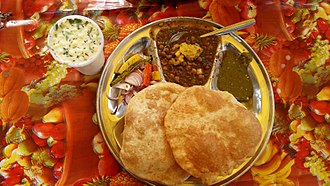 Chole bhature - Image: Chole Bhature on the street