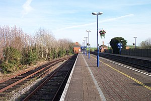 Cholsey and Wallingford Railway - Platform level at Cholsey station, with the terminus of the Cholsey and Wallingford line to the left