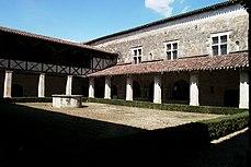 Cloître de l'abbaye de Flaran.jpg
