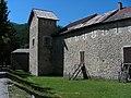 Colmars - Remparts, avec une tour de protection.JPG