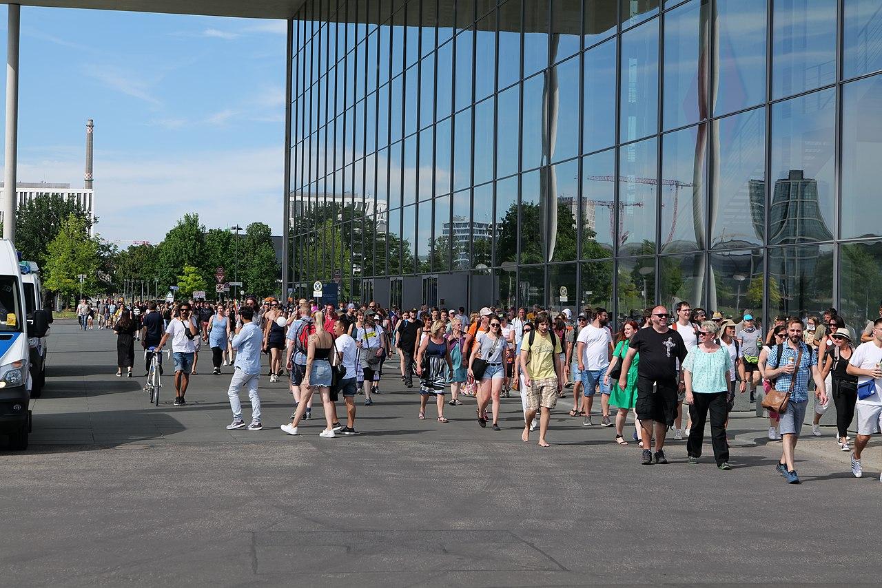 Conspiracy theorist protest Berlin 2020-08-01 162.jpg