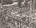 Crowd gathered to see Sudirman, Kenang-Kenangan Pada Panglima Besar Letnan Djenderal Soedirman, p15.jpg