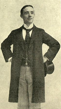 Dan Leno, hands on hips.jpg