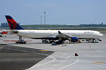 Delta Air Lines, N806NW, Airbus A330-323 (19560961803).jpg
