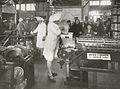 Demonstrasjon av fiskekakeproduksjon (1930).jpg