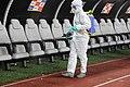 Desinfectqtion du banc de touche après un match de football contre la covid 19.jpg
