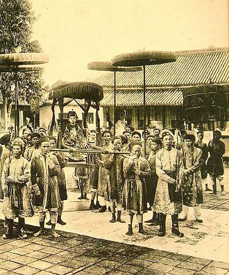 Duy Tân - The Emperor Duy Tân on a litter, probably on the occasion of the coronation celebrations, 1907