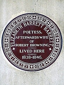 Blue plaque de la poétesse Elisabeth Barrett, en brique rouge, posée par la Royal Society of Arts en 1899.
