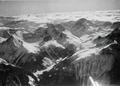 ETH-BIB-Berggipfel und Tal in den Westalpen-Tschadseeflug 1930-31-LBS MH02-08-0014.tif