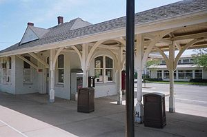 East Hampton (LIRR station) - Image: East Hampton LIRR Station 2