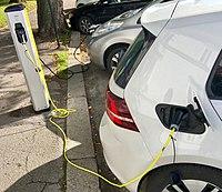 Electric vehicle charging station Ladestasjon for elbil Nissan VW e-golf Storgaten Tønsberg kommune Norway 2017-09-20 03.jpg