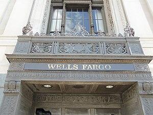 Davenport Bank and Trust - Image: Entrance Wells Fargo Davenport