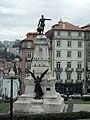 Estátua do Infante D. Henrique (vista por trás).JPG