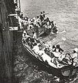 Evacuation des Armeniens du Musa Dagh en 1915 sur bateaux francais.jpg