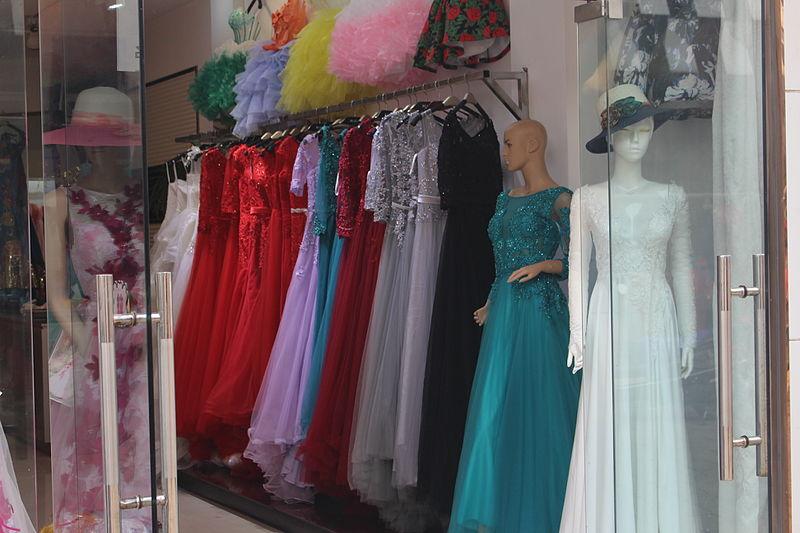 File:Evening dress in Huqiu.jpg