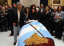 Cristina Fernández de Kirchner kaj Hugo Moyanoin-fronto de la kesteto de Kirchner