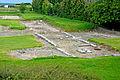 F07 Alesia Ausgrabungen, Reihenhausfundamente.0009.JPG