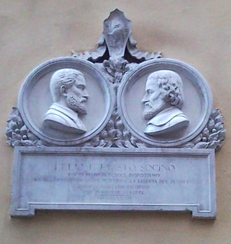 """Lelio Sozzini - Plaque in the Sozzini's palace in Siena to remember Fausto and Lelio Socini. The inscription say: """"During ages of fierce despotism, with their new doctrines they awoke the free thought"""""""