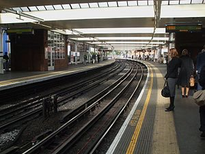 Finchley Road tube station - Looking north along the Jubilee line platforms.