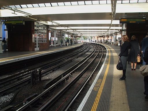 Finchley Road stn southbound Jubilee look north