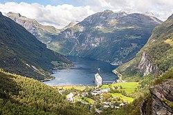 Fiordo de Geiranger desde Flydalsjuvet, Noruega, 2019-09-07, DD 61.jpg