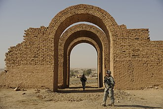 Assur - American soldiers on guard at the ruins of Ashur in 2008