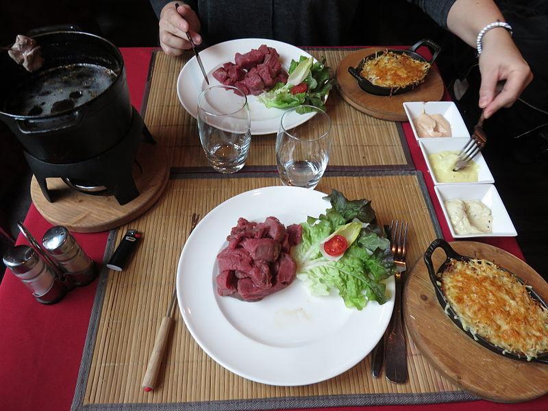 Opções de pratos com carne na França