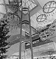 Forumin kauppakeskus, Mannerheimintie 20. Valopihan joulukoristeita - N213159 - hkm.HKMS000005-000010zv.jpg