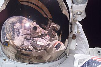 Michael E. Fossum - Image: Fossum and Sellers on Spacewalk