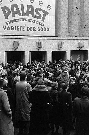 Friedrichstadt-Palast - Closing speeches of the German Women's Congress for Peace in March 1947. November 1947, the founding anniversary of the FDJ. It was also used for other social events.